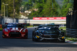 #90 Akka ASP Team Mercedes-AMG GT3: Jack Manchester, Nico Bastian, Jules Szymkowiak, #23 GT SPORT MOTUL Team RJN Nissan GT-R Nismo GT3: Lucas Ordonez, Alex Buncombe, Matt Parry