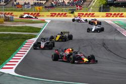Daniel Ricciardo, Red Bull Racing RB14, Kevin Magnussen, Haas F1 Team VF-18, Carlos Sainz Jr., Renault Sport F1 Team R.S. 18, Charles Leclerc, Sauber C37, Fernando Alonso, McLaren MCL33