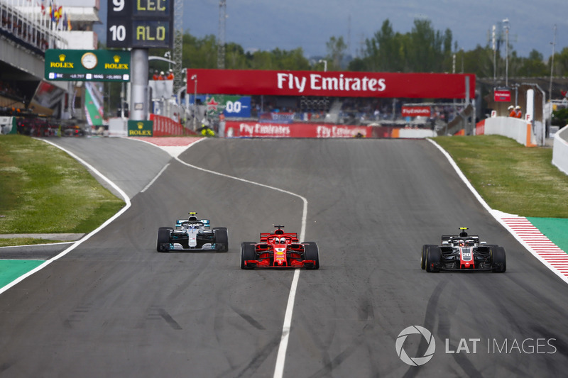 Kimi Raikkonen, Ferrari SF71H, Sebastian Vettel, Ferrari SF71H y Valtteri Bottas, Mercedes AMG F1 W09