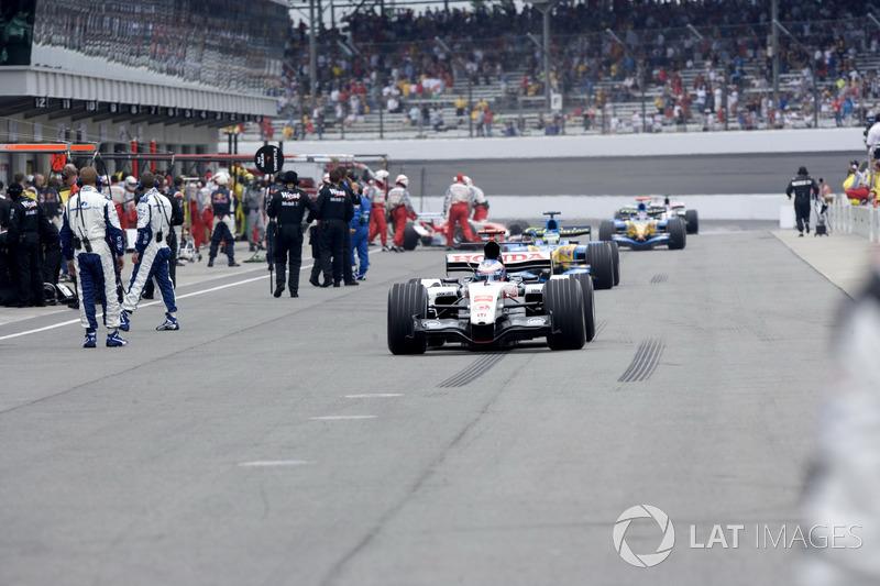 Michelin ничего не оставалось, кроме как запретить своим клиентам участвовать в гонке. Французы обязали команды отозвать пилотов со стартовой решетки, иначе им грозили суды в случае аварии из-за шин