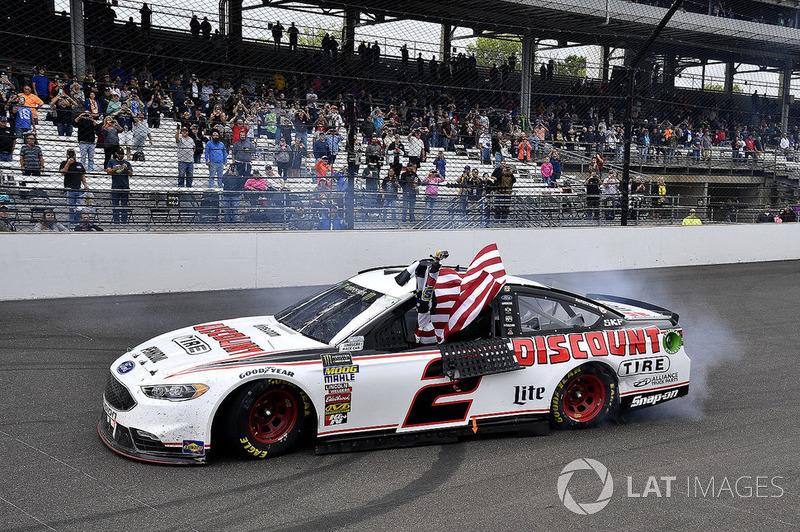 Brad Keselowski, Team Penske, Ford Fusion Discount Tire wins