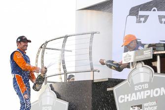 Scott Dixon, Chip Ganassi Racing Honda, Sprays Champagne