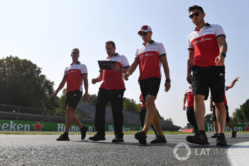 Marcus Ericsson, Alfa Romeo Sauber F1 Team walks the track