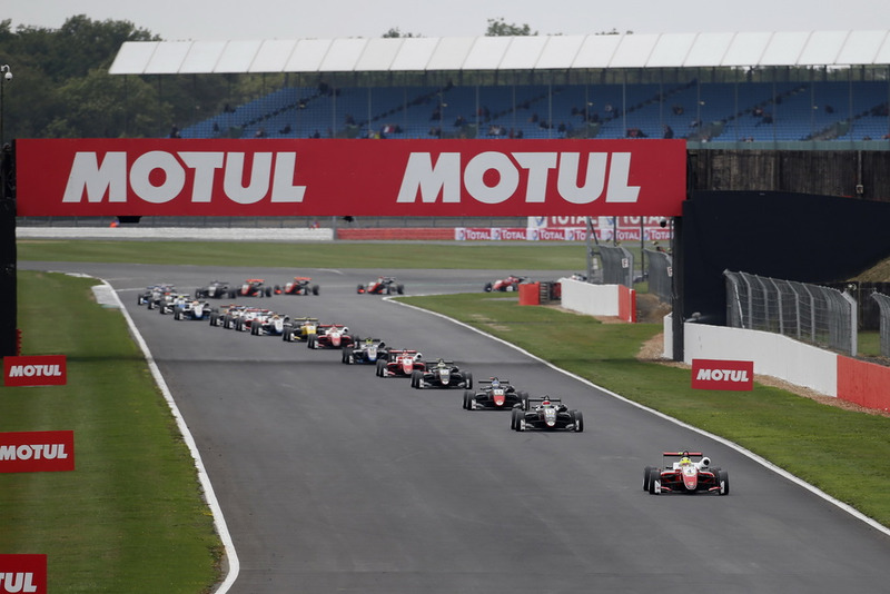 Mick Schumacher, PREMA Theodore Racing Dallara F317 - Mercedes-Benz en tête au départ
