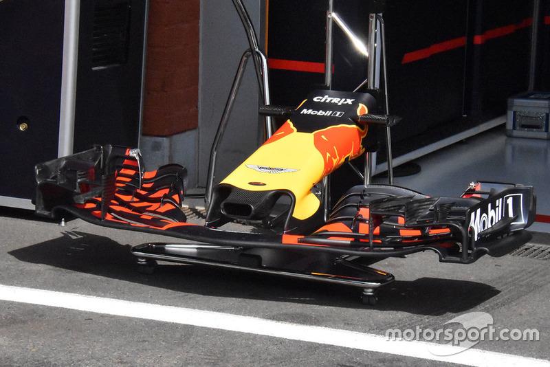 Red Bull Racing RB14 voorvleugel