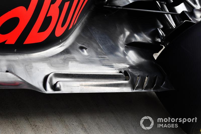 Vue détaillée du fond plat de la Red Bull Racing RB14