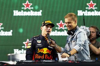 Победитель Макс Ферстаппен, Red Bull Racing, и Армин ван Бюрен