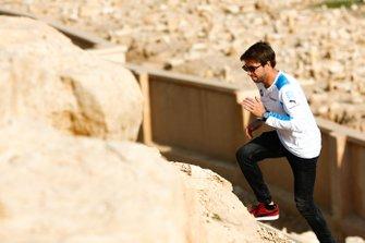 Antonio Felix da Costa, BMW I Andretti Motorsports, climbs a cliff
