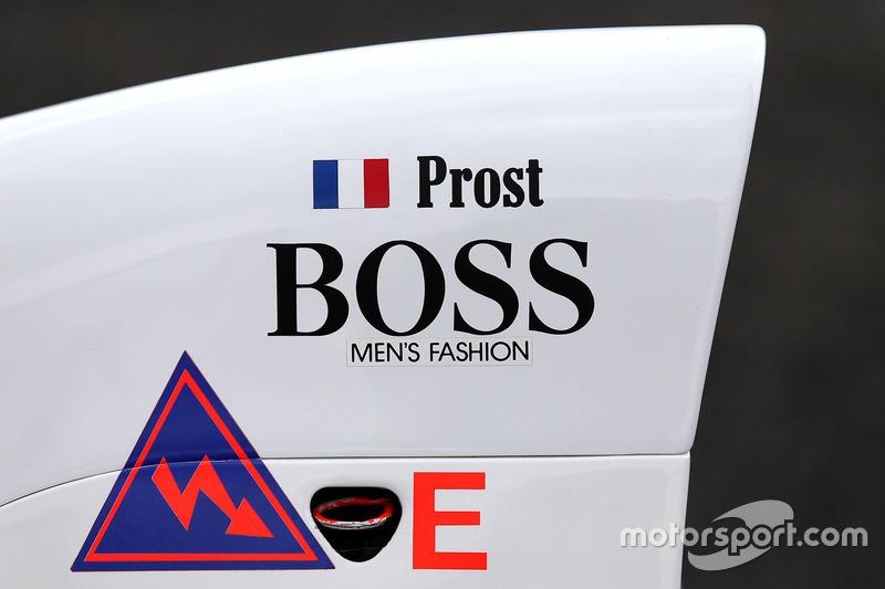 Stoffel Vandoorne,tercer piloto, McLaren F1 Team conduce el 1989 McLaren MP4/5 de Alain Prost