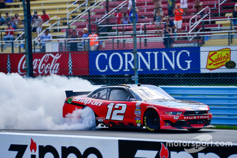 Il vincitore della gara Joey Logano, Team Penske Ford