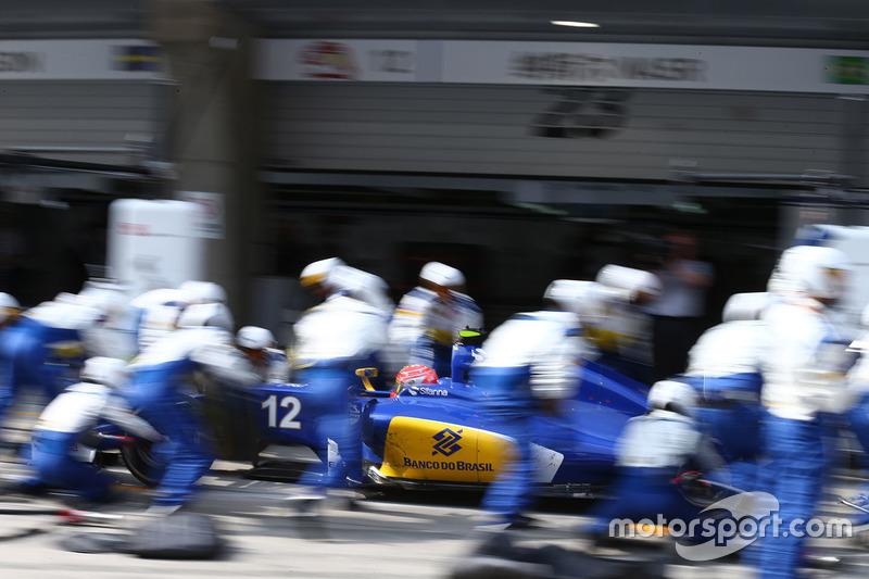 Felipe Nasr, Sauber C35 pit stop