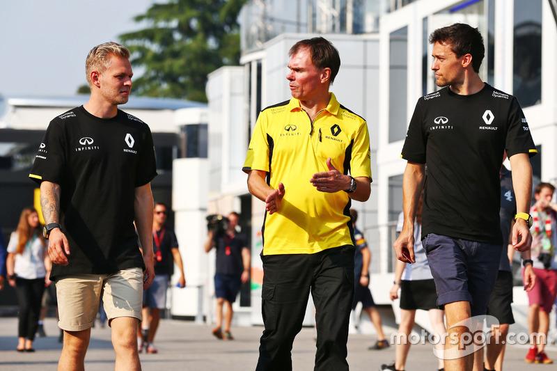 (L to R): Kevin Magnussen, Renault Sport F1 Team with Alan Permane, Renault Sport F1 Team Trackside Operations Director and Jolyon Palmer, Renault Sport F1 Team
