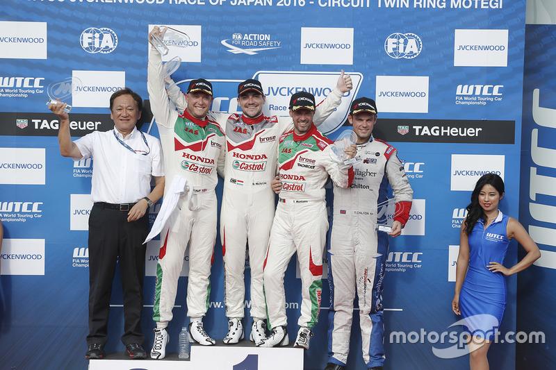 Podium: winner Norbert Michelisz, Honda Racing Team JAS, second place Rob Huff, Honda Racing Team JAS, third place Tiago Monteiro, Honda Racing Team JAS, independent winner Tom Chilton, Sébastien Loeb Racing