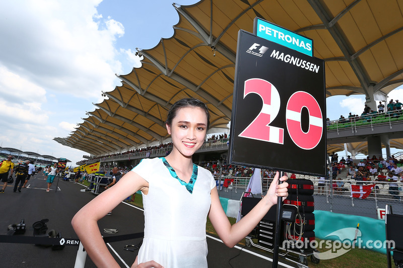 Grid girl for Kevin Magnussen, Renault Sport F1 Team