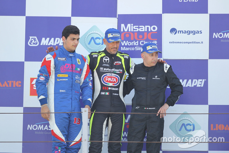 Podio Gara 1: il vincitore Davide Uboldi, Eurointernational, il secondo classificato Danny Molinaro, Progetto Corsa, il terzo classificato Ranieri Randaccio, SCI team