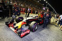 Max Verstappen, Red Bull Racing RB12 en la parrilla