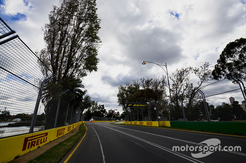 Detalles de pista incluyendo señalización de Pirelli