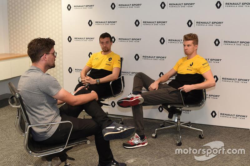 Andrew van Leeuwen, el editor australiano de Motorsport.com con Nico Hulkenberg, Renault Sport F1 Team y Jolyon Palmer, Renault Sport F1 Team