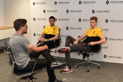Andrew van Leeuwen, Motorsport.com's Australian editor with Nico Hulkenberg, Renault Sport F1 Team and Jolyon Palmer, Renault Sport F1 Team