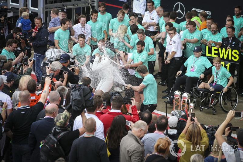 El ganador Lewis Hamilton, Mercedes AMG F1, Valtteri Bottas, Mercedes AMG F1, y Billy Monger