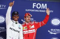 Polesitter Lewis Hamilton, Mercedes AMG F1; 3. Sebastian Vettel, Ferrari