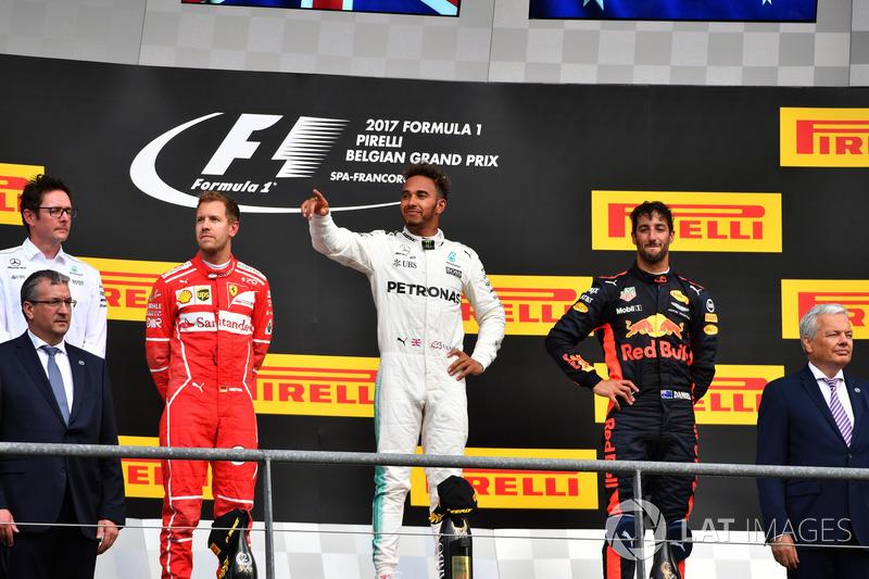 Andy Shovlin, Mercedes AMG F1 Engineer, Sebastian Vettel, Ferrari, Lewis Hamilton, Mercedes AMG F1 and Daniel Ricciardo, Red Bull Racing on the podium