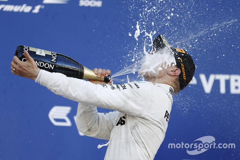 Победитель гонки Валттери Боттас