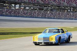 Dale Earnhardt Jr. con la rookie car di Dale Earnhardt