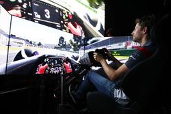 Romain Grosjean, Haas F1 Team dans un simulateur
