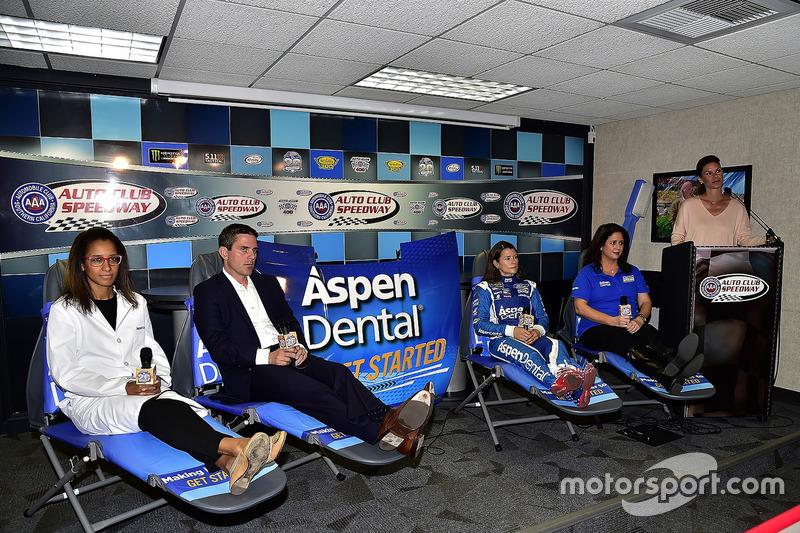 Dr. Vincent, Chad Seigler, Danica Patrick, Michelle Vaeth und Jamie Little