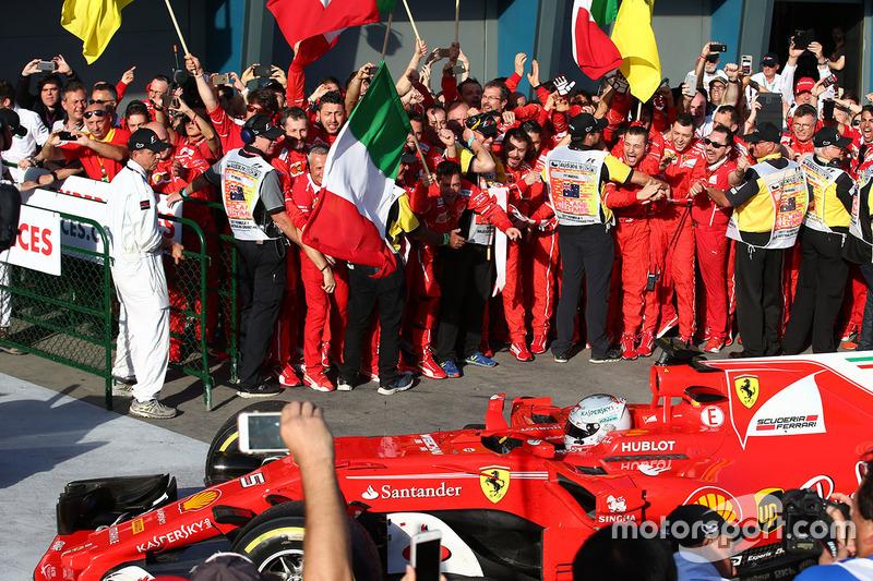 El ganador Sebastian Vettel, Ferrari SF70H