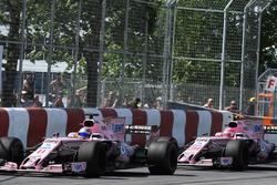Sergio Perez, Sahara Force India VJM10 leads Esteban Ocon, Sahara Force India VJM10