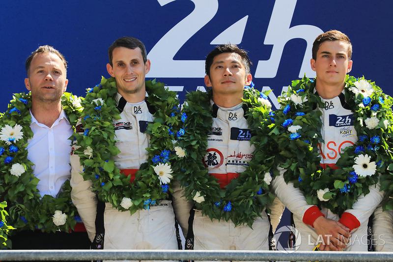 Подіум LMP2: переможці Хопін Тун, Олівер Джарвіс, Томас Лоран, DC Racing