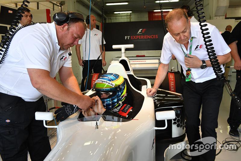 Жолт Баумгартнер, пилот двухместного автомобиля F1 Experiences