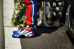Takuma Sato, Andretti Autosport Honda stands on the finish line with the Borg-Warner Trophy and wreath