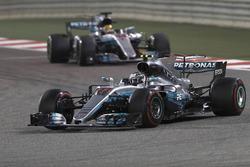Valtteri Bottas, Mercedes AMG F1 W08 y Lewis Hamilton, Mercedes AMG F1 W08