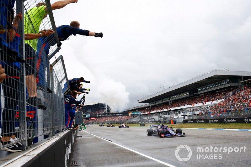 Финиш: команда Scuderia Toro Rosso и Даниил Квят
