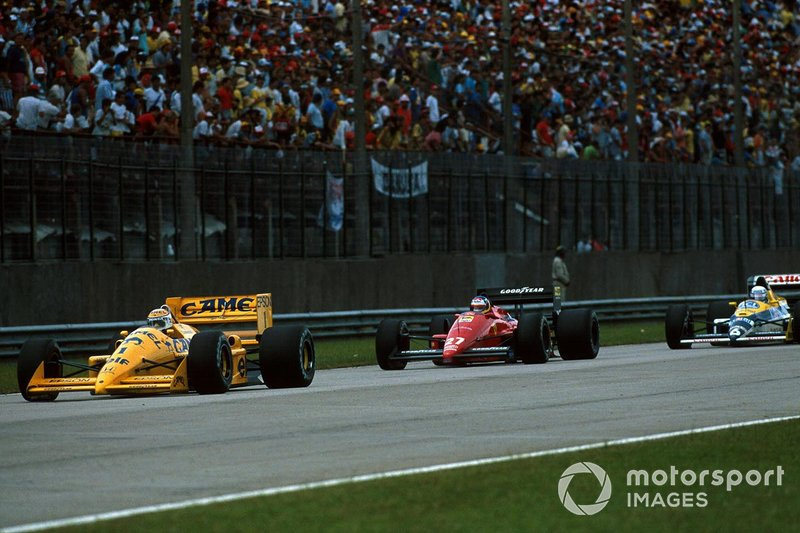 Chasing Piquet's Lotus while holding off Patrese's Williams at Rio in '88. Piquet and Honda's departure from Williams chould have left a vacancy for Albo, but the team opted to retain Patrese – and the same situation would arise again one year later.