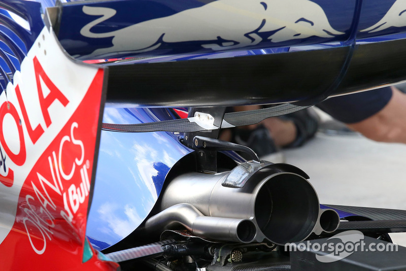Escape del Scuderia Toro Rosso STR13