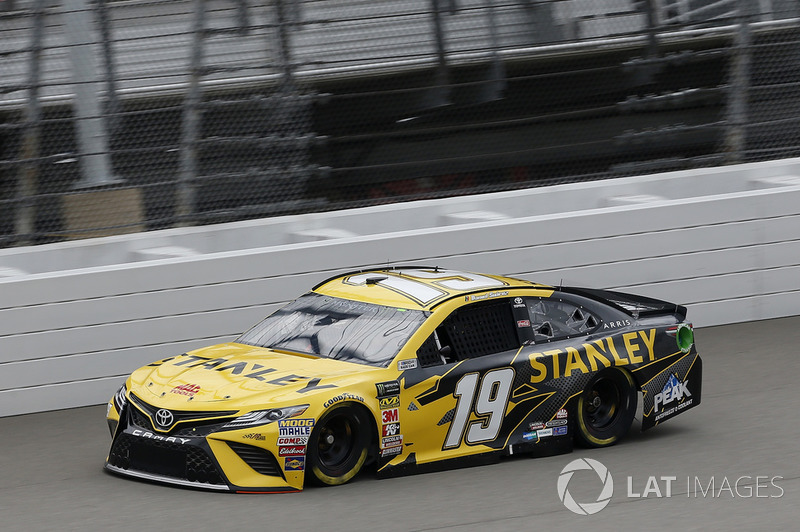 40. Daniel Suarez, Joe Gibbs Racing, Toyota Camry STANLEY