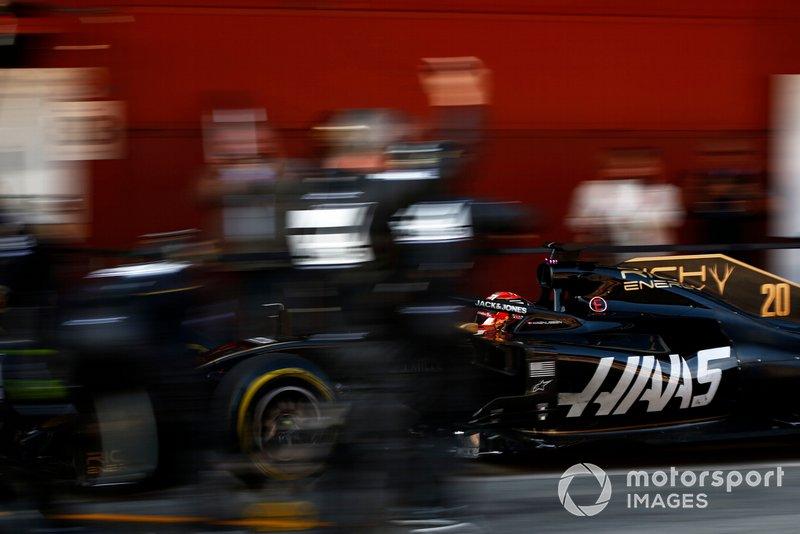 Romain Grosjean, Haas F1 Team VF-19 pit stop