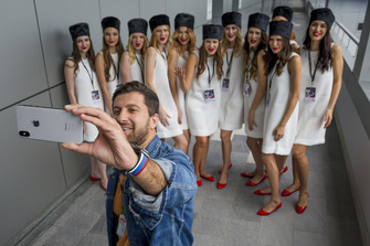 Grid girls and blogger Amiran Sardarov