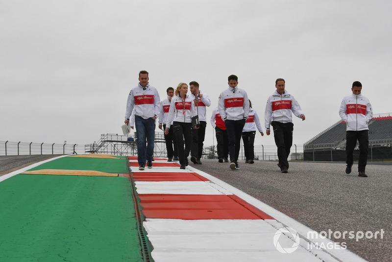 Charles Leclerc, Alfa Romeo Sauber F1 Team parcourt la piste à pied
