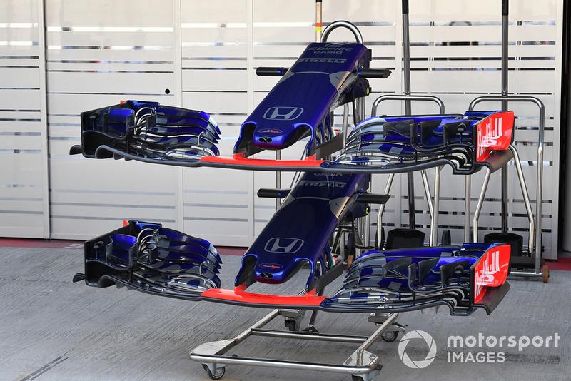 Scuderia Toro Rosso STR13, orr és első szárnyak