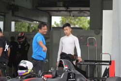 Keanon dan ayah, Yongliek Santoso