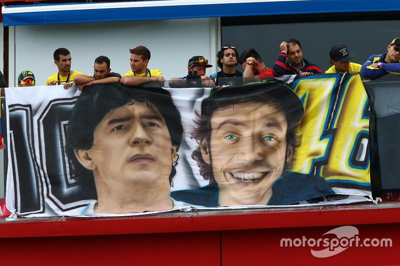 Fans von Diego Maradona und Valentino Rossi