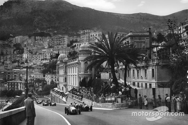 64 grandes premios se han disputado en Montecarlo. La primera carrera en esa pista se celebró en 1929 (aunque aún no existía el mundial)