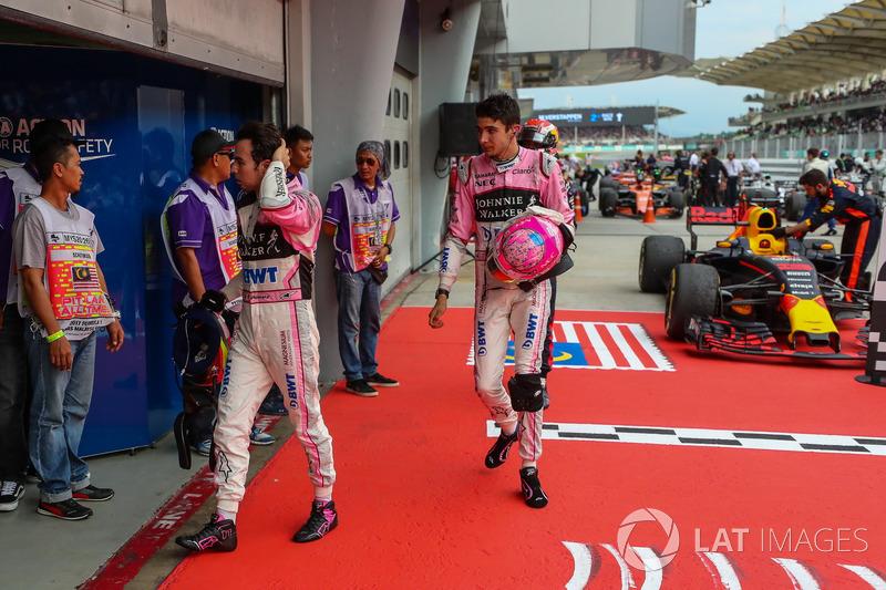 Естебан Окон, Sahara Force India, та Серхіо Перес, Sahara Force India, у закритому парку