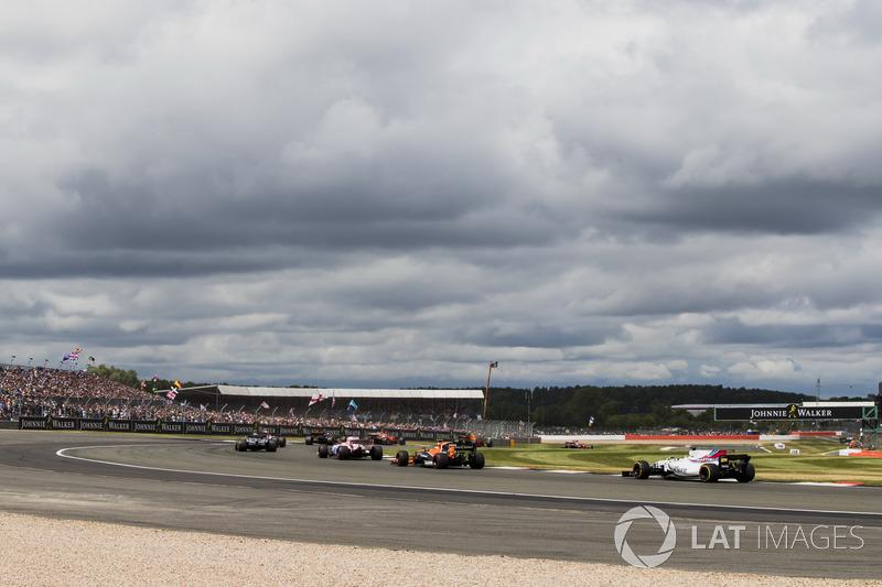 Sergio Perez, Sahara Force India F1 VJM10, Stoffel Vandoorne, McLaren MCL32, Felipe Massa, Williams FW40