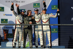 Winnaars Timo Bernhard, Earl Bamber, Brendon Hartley, Porsche Team
